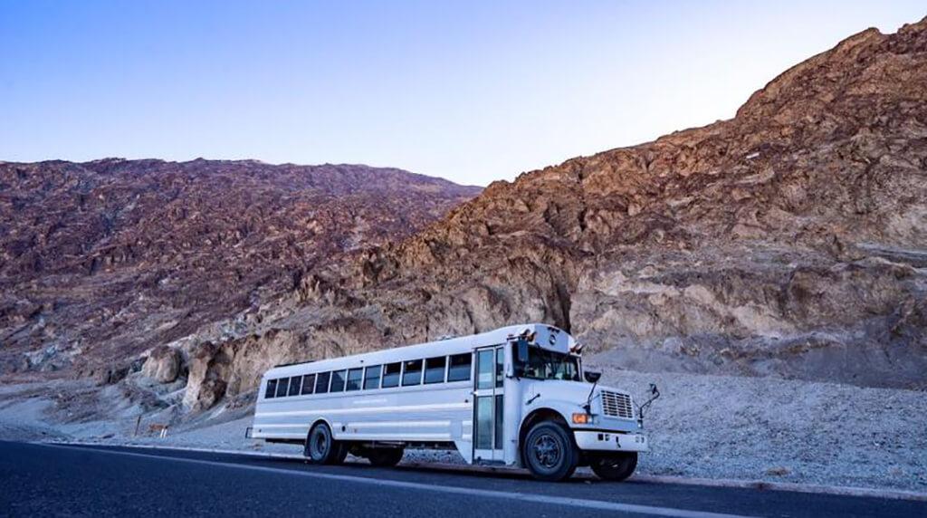 couple-builds-dream-home-school-bus_017