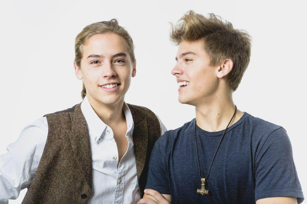 Dylan-Sprouse-and-Cole-Sprouse-10990-91402.jpg