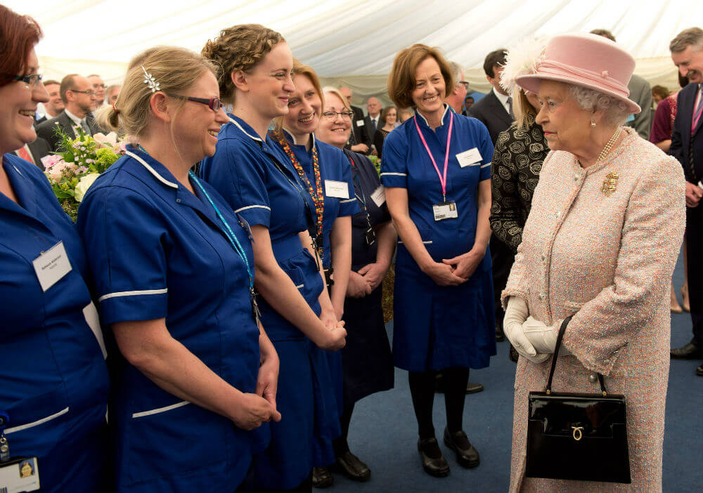Queen-and-Midwives-31166-59431.jpg