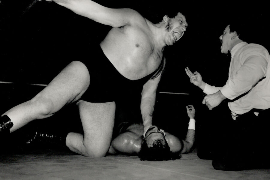 andre-the-giants-with-an-opponent-in-the-ring-47026-90592.jpg