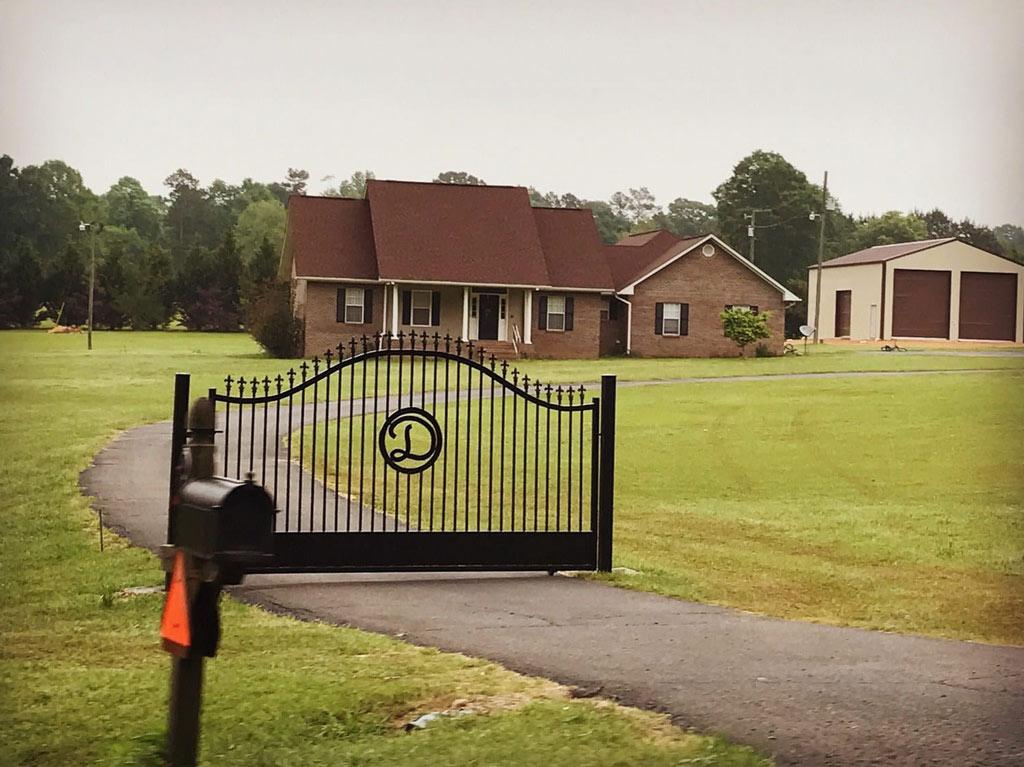 gate-driveway