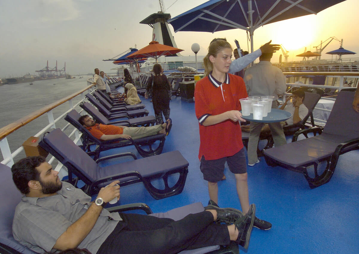 Crew-member-cruise-ship-21075