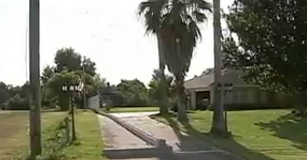 6-oliver-lynch-house sidewalk