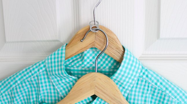use soda tabs for hanger space hack