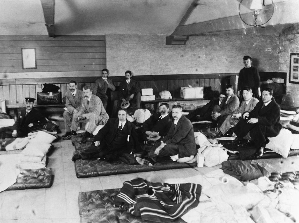titanic survivors new york city black and white