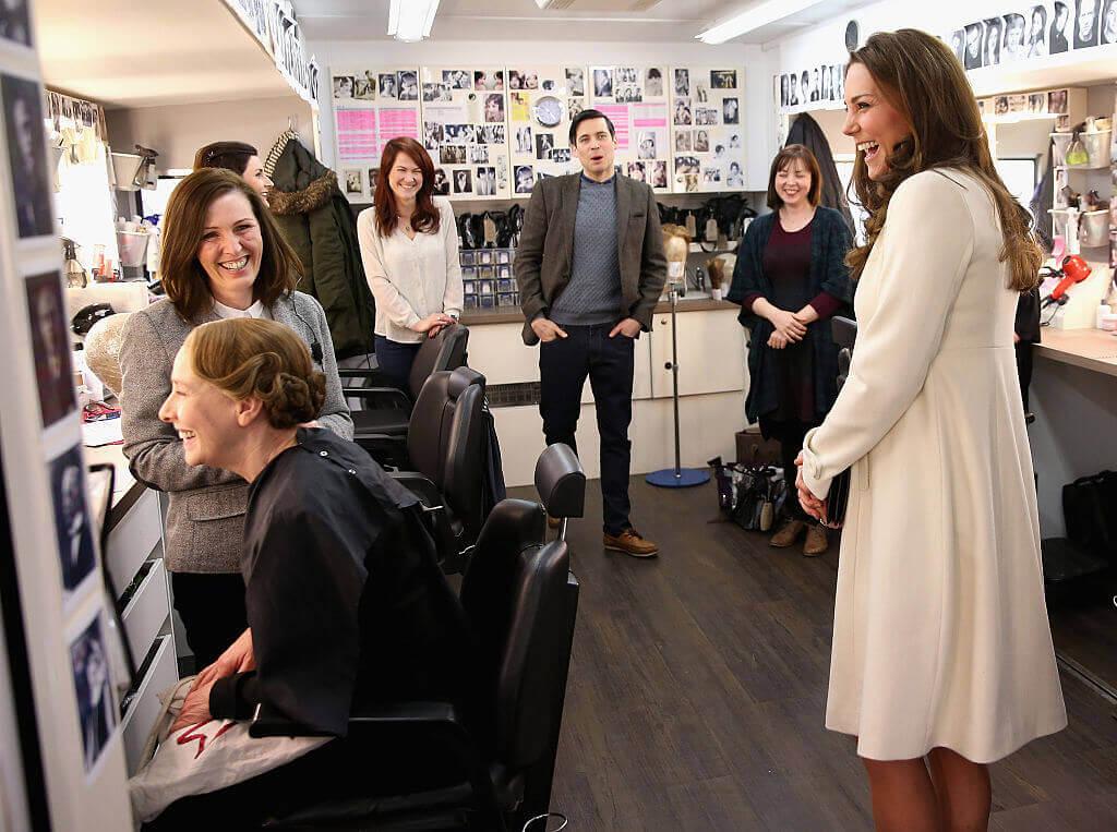Kate-Middleton-smiling salon cheery happy fashion