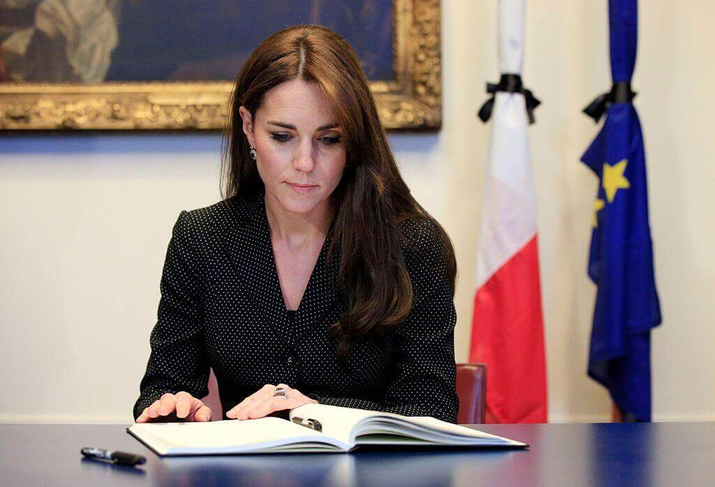 Kate-Middleton-serious signing documents