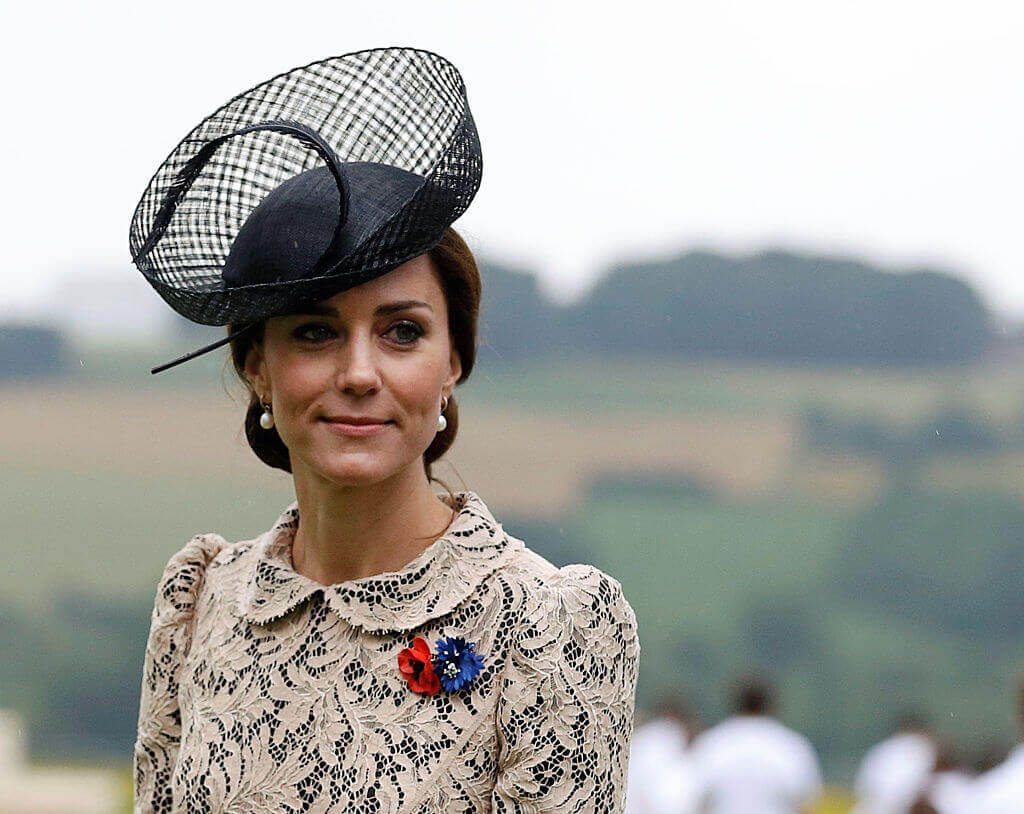 Kate-Middleton-hat fancy with earring