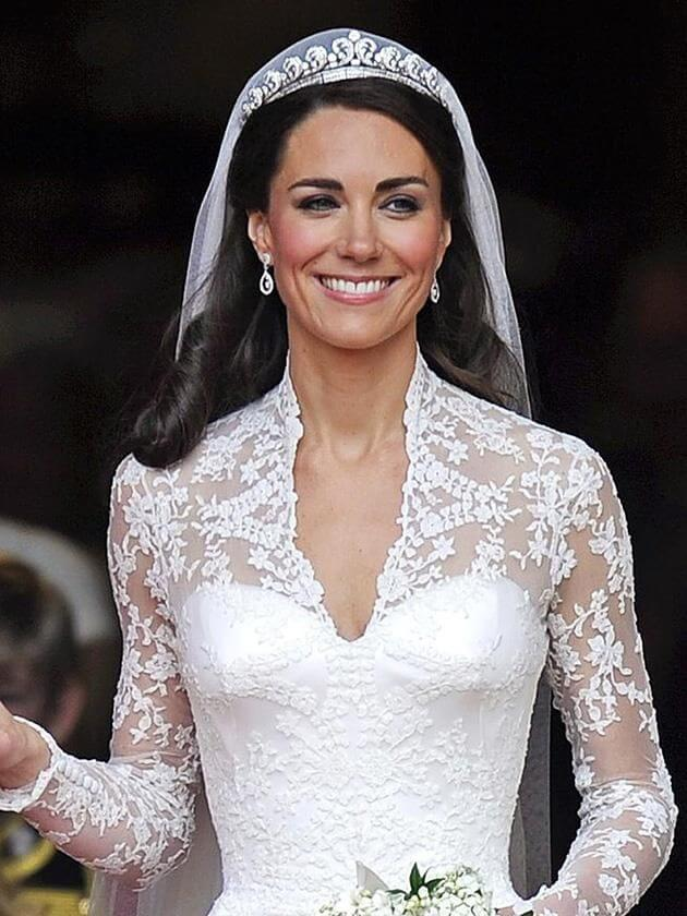 Wedding-dress of Kate for wedding with William