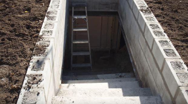 dig-a-hole-1234.enterence steps