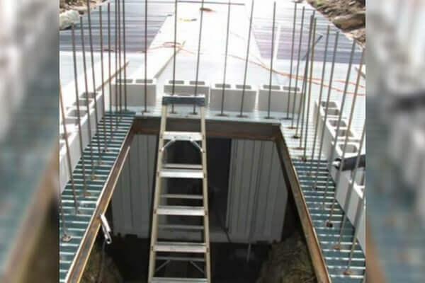 digahole12-staircase doorway
