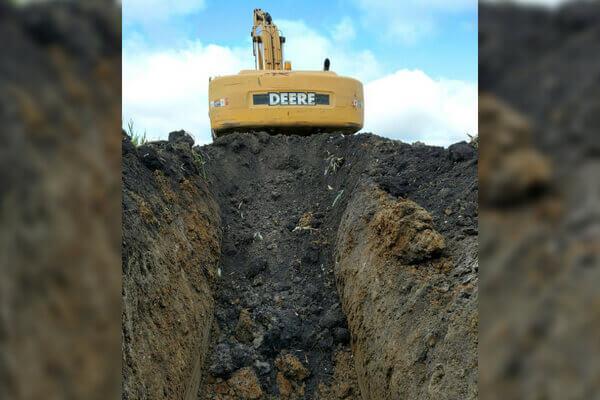 digahole4-deere digging hole