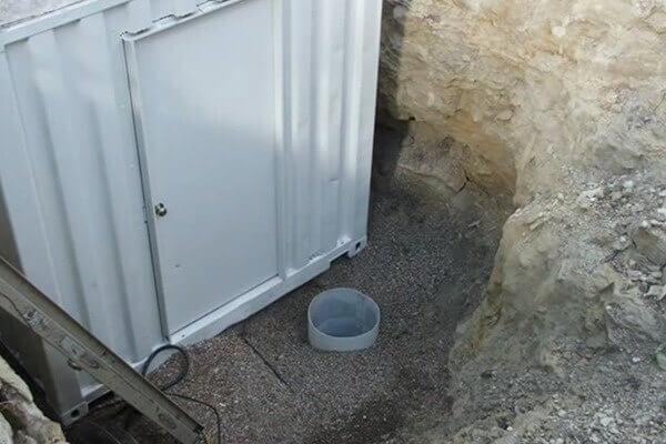 digahole7-sump pump near door