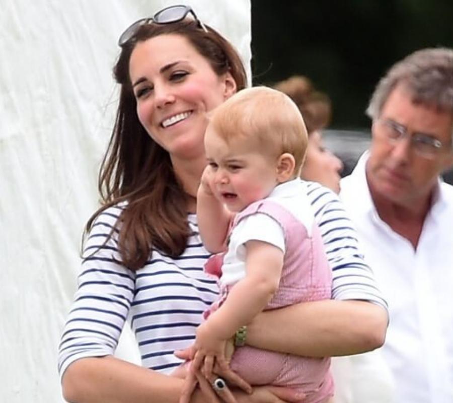 kate middleton holding baby