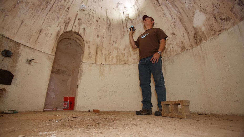 man-makes-discovery-in-arizona-33-cold war bunker