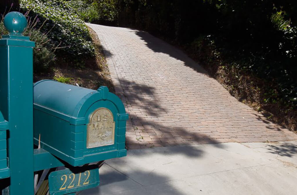 mailbox and driveway 2212