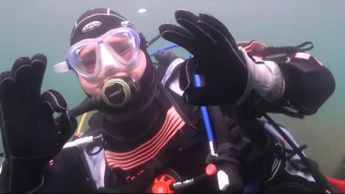 scuba-seal-encounter-27-scuba smile ok sign