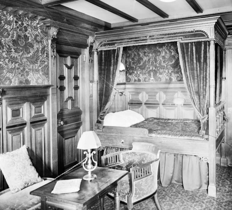 titanic-10-first class cabin black and white