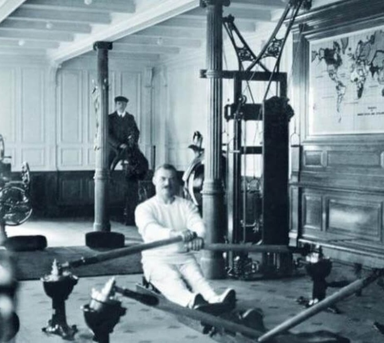 titanic-6-gym black and white