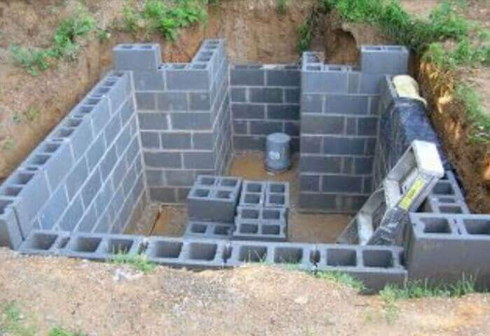 underground-backyard-bunkercement blocks