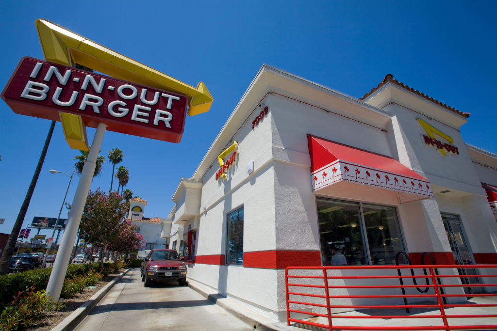 in n out burger hollywood drive thru with car