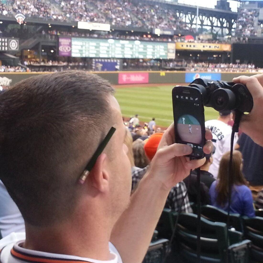 baseball binocular zoom trick