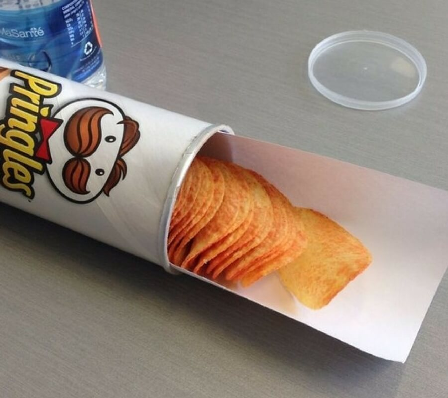 roll of paper in pringles can to pull out the chips
