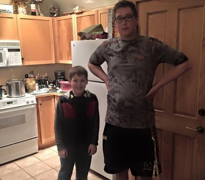 two kids different heights one tall one short