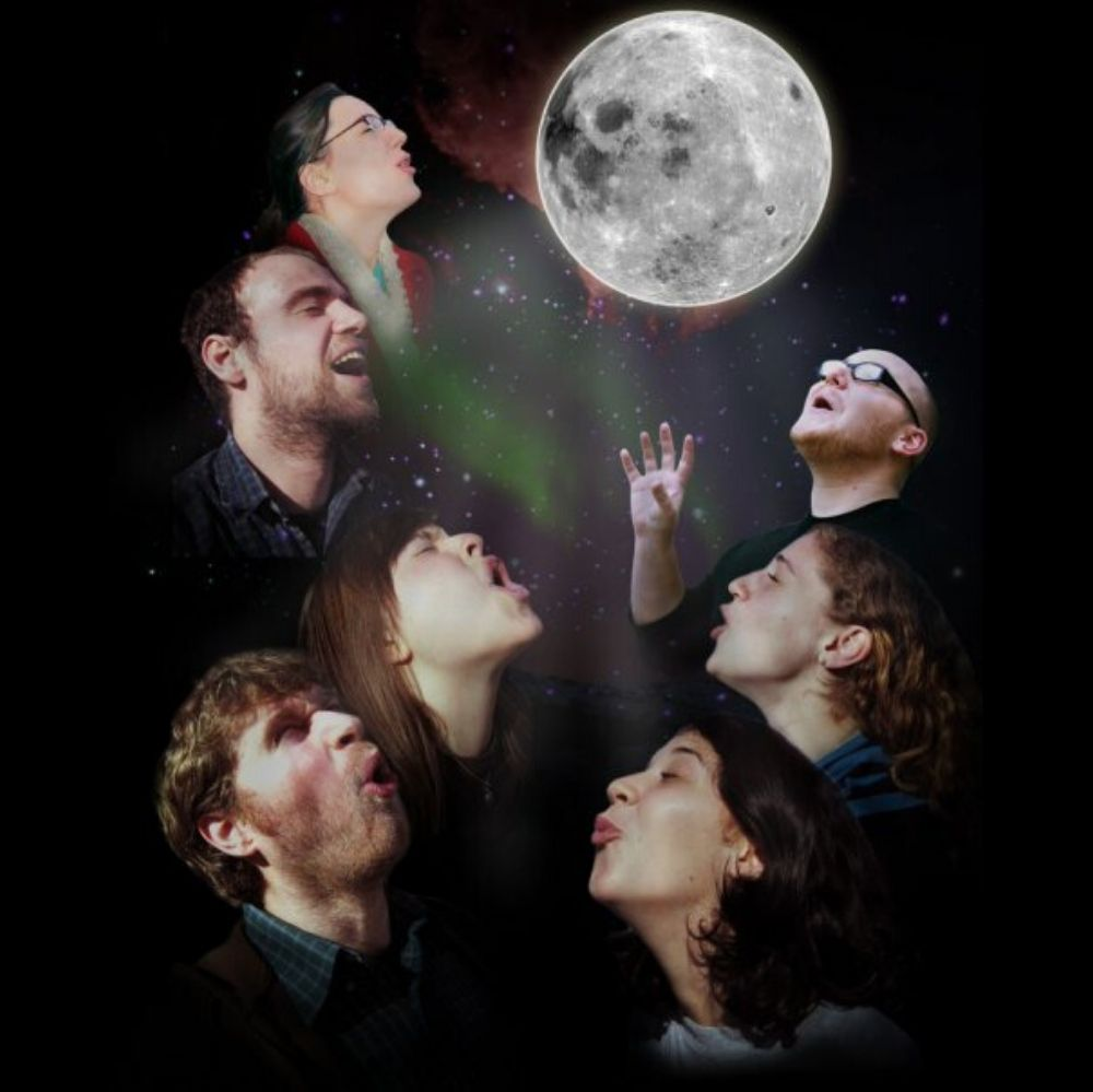 family howls at moon