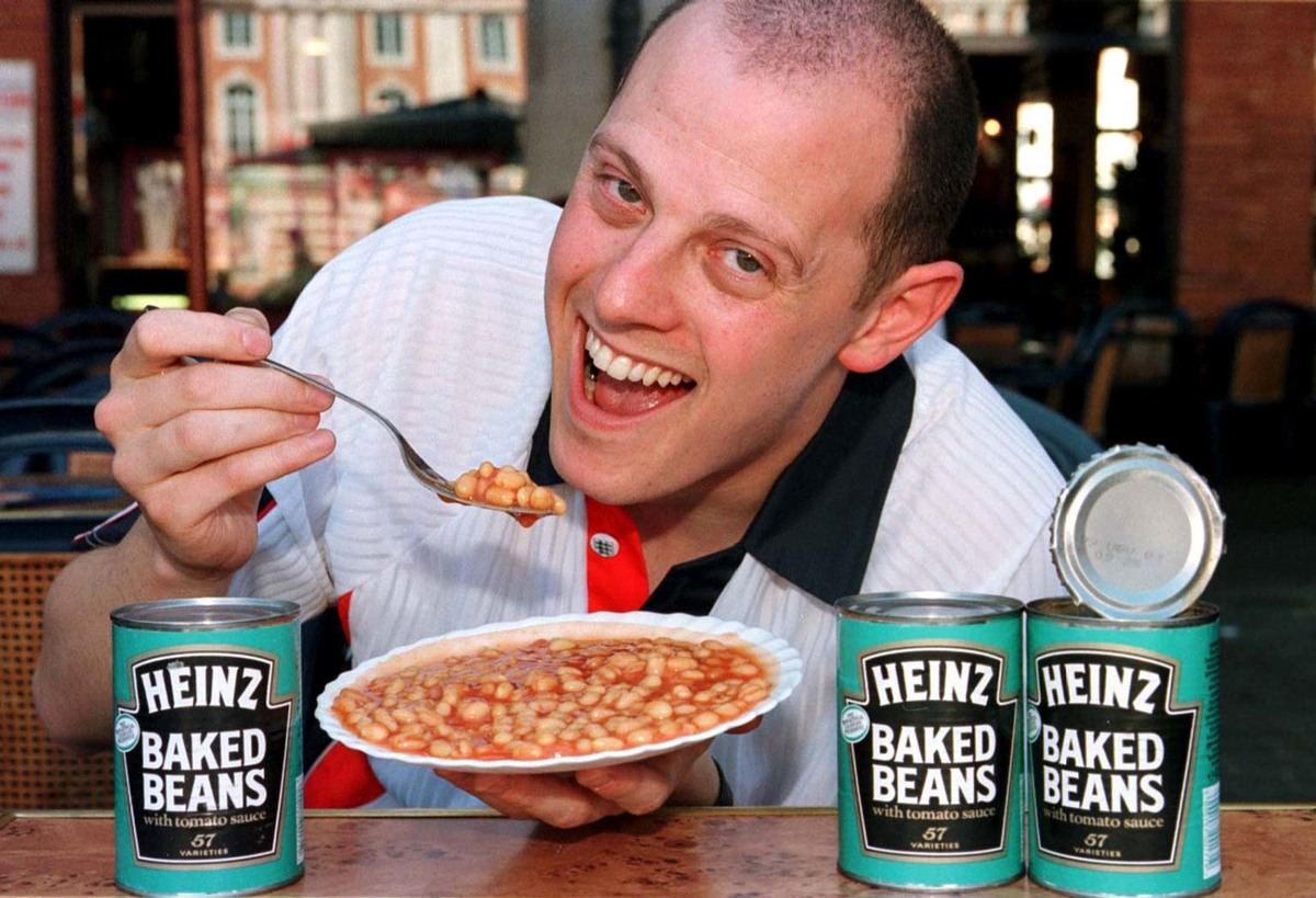 Steve Marinker, Public Affairs Manager of Heinz arrives in Toulouse and eats baked beans.