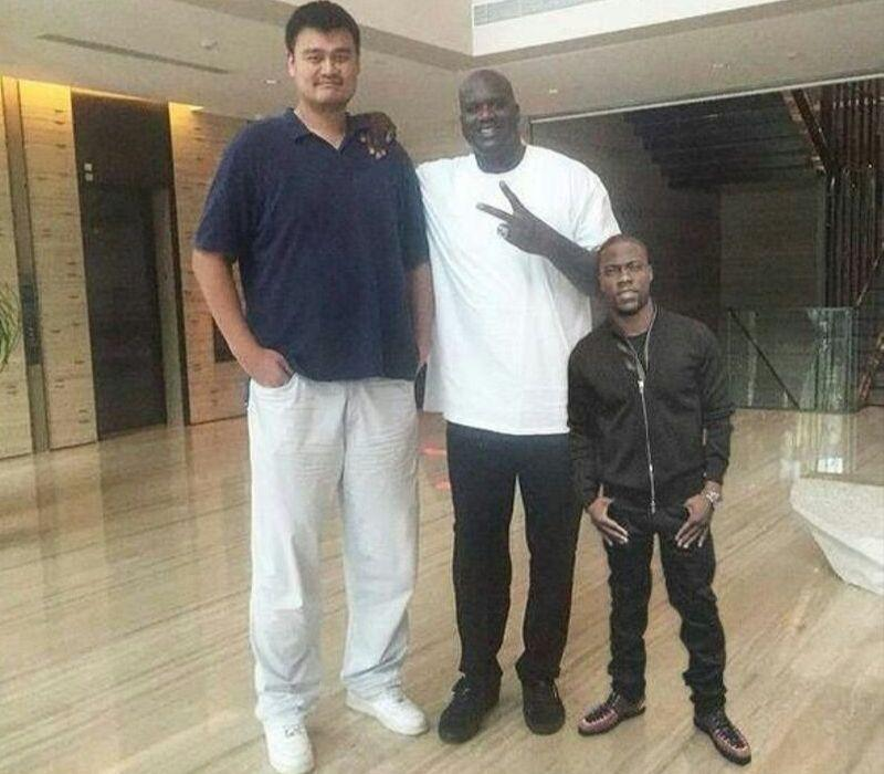 yao ming, shaq, and kevin hart standing beside each other