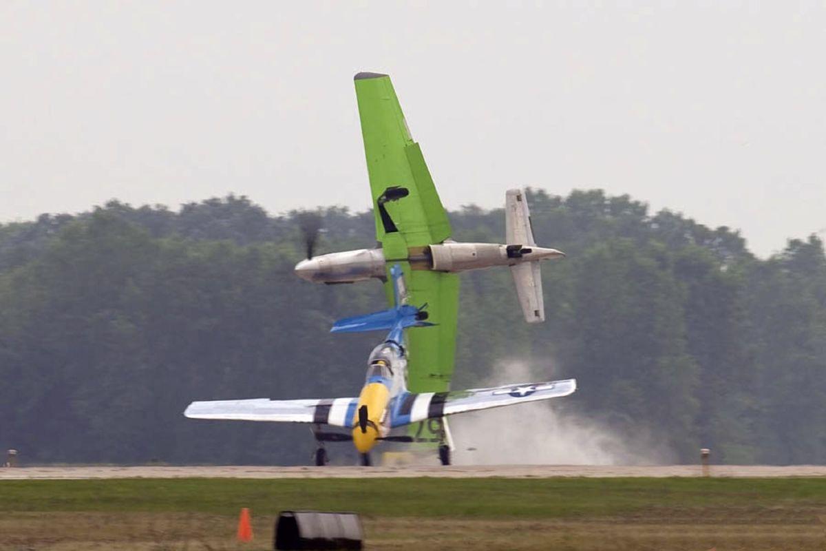 aircrafts-colliding
