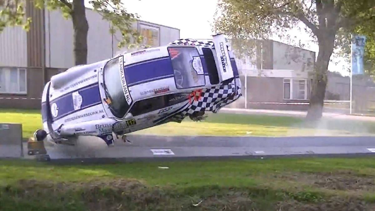 porsche-crash-caught-midair
