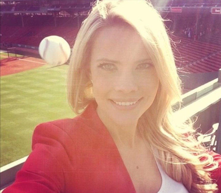 woman-about-to-be-struck-in-the-head-by-baseball