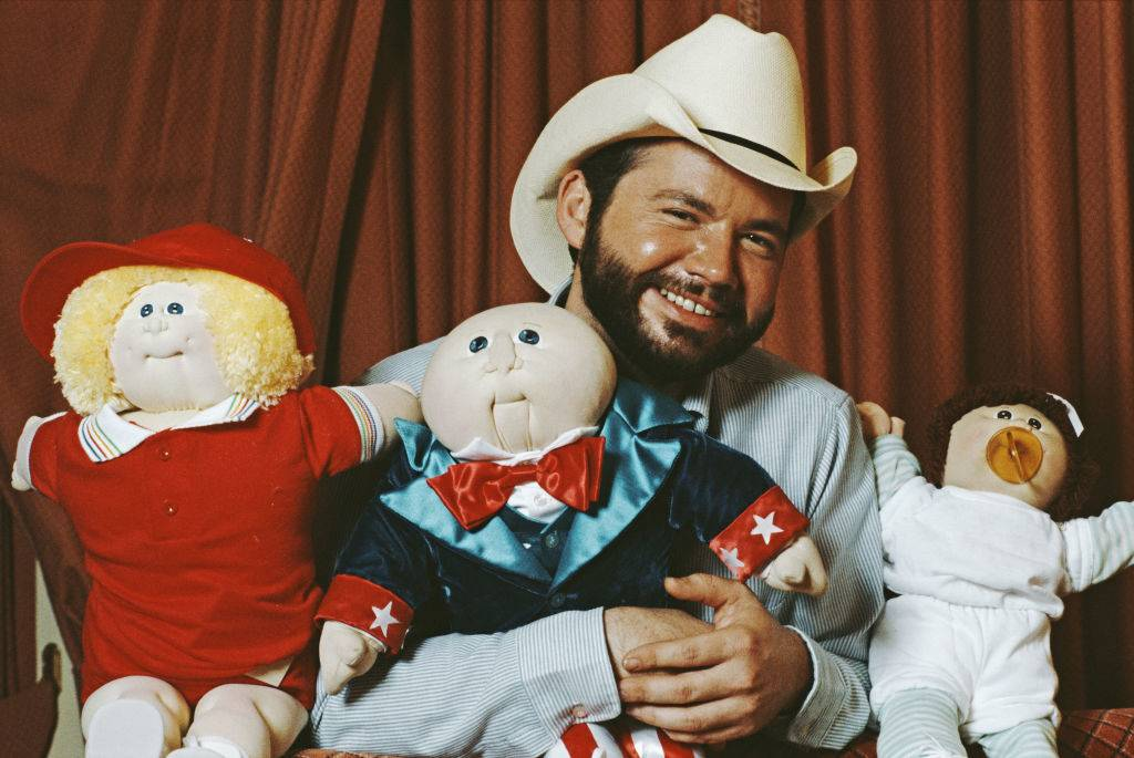 Photo of man with cabbage patch dolls