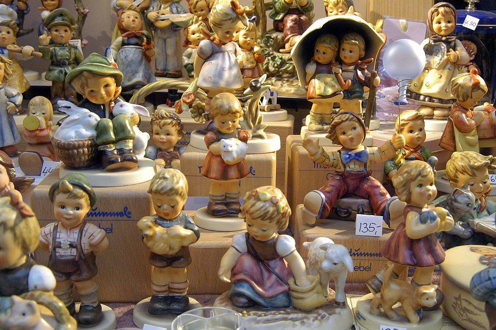 Picture of Hummel figurines