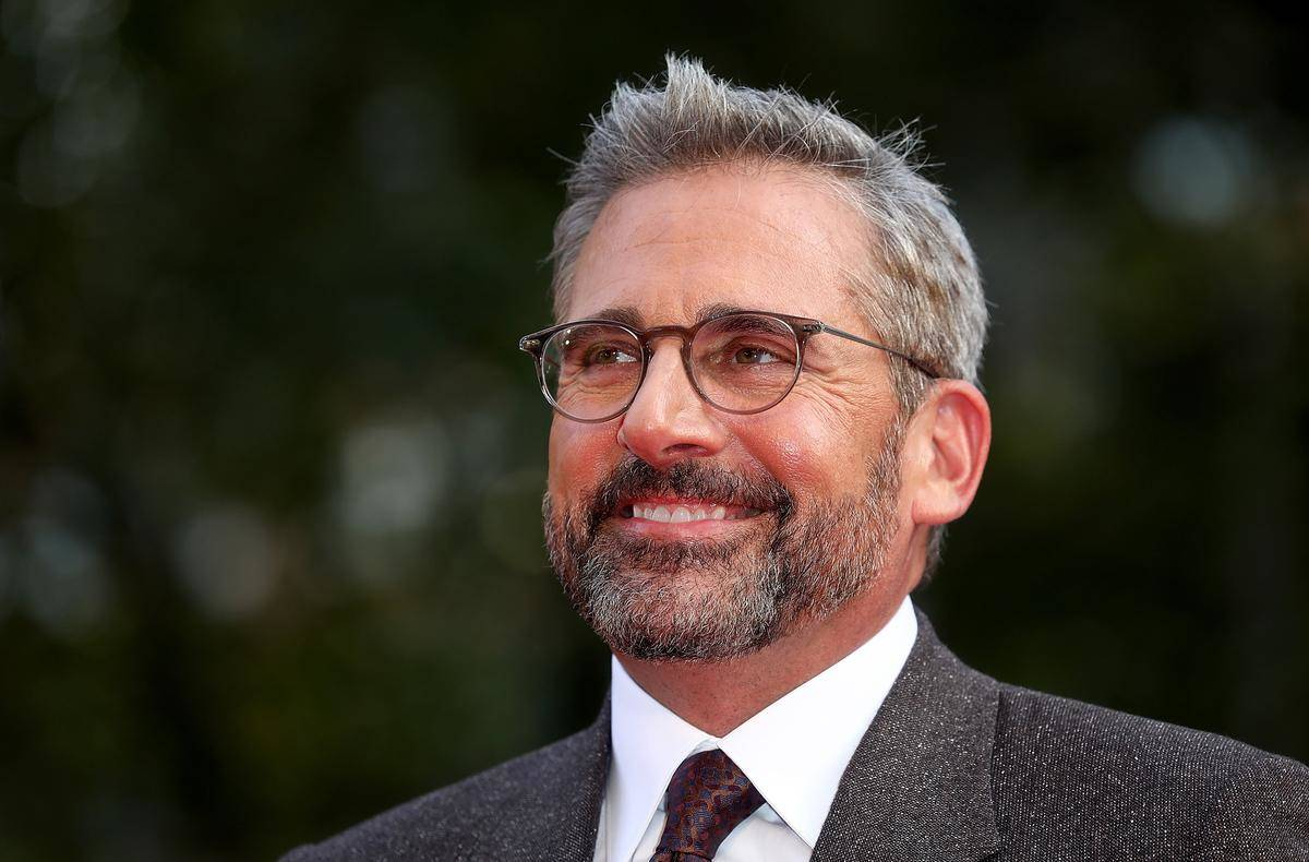 Steve-Carell-2018-55763 looking and smiling