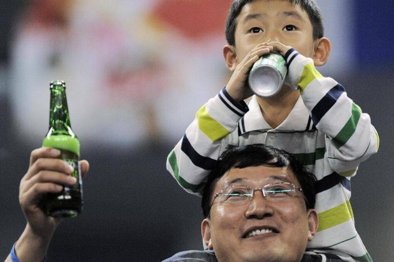 kid-sip-beer-99634